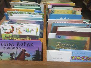 Učenci 1. b obiskali šolsko knjižnico