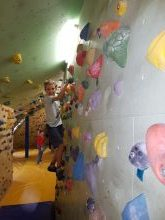 Učenci PB (DE Adamičeva) obiskali plezalno steno