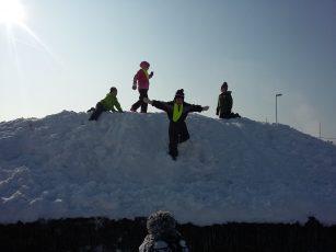 Zimske radosti prvošolcev