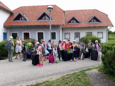 Tretješolci PŠ Žalna in Št. Jurij srečno prispeli v Čateške toplice