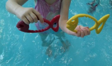 Prvošolci na plavalnem tečaju