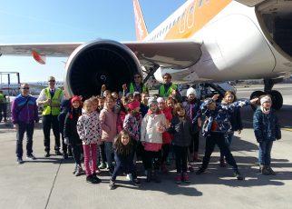 Drugošolci obiskali letališče Jožeta Pučnika