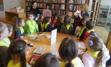Učenci podaljšanega bivanja na obisku v Mestni knjižnici Grosuplje