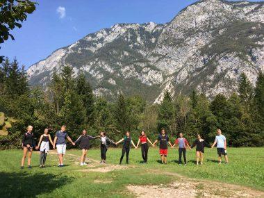 9. a, b in e uživajo v prelepem gorskem svetu