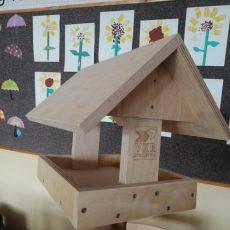 V 1.b izdelali ptičjo hišico