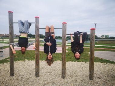 Osmošolci na murskosoboški plaži in v cirkusu